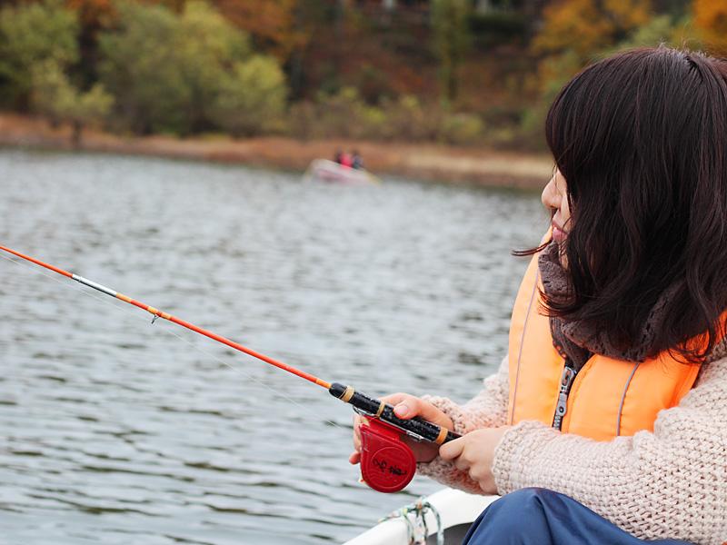 女性も楽しめるワカサギ釣り